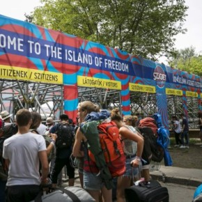 Celebrating record success for contactless payments at leading European musicfestival