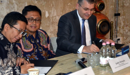 Cellum-Telkom signing ceremony